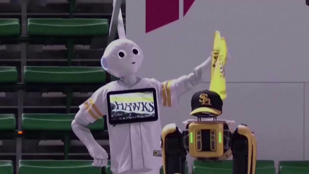 Fukuoka SoftBank Hawks uses Robots to cheer up during game.
